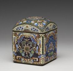 Tea Caddy with Chinese-inspired Decoration