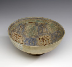 Bowl with Pattern of Peacocks