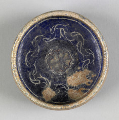 Bowl with Rosette and Band of Fish