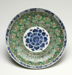 Famille Verte Dish with Bamboo Spray and Ju-I Head