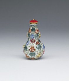 Snuff Bottle Decorated with Gourds and Vines