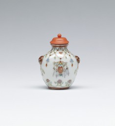 Snuff Bottle with Lamps and Garlands