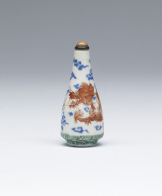 Snuff Bottle with Dragons Chasing Jewel