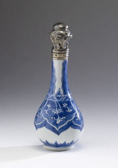 Perfume Bottle with Formal Design of Ju-i Heads and Palm leaves