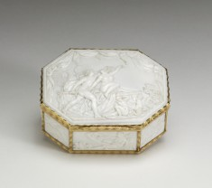 Octagonal Shell Snuffbox