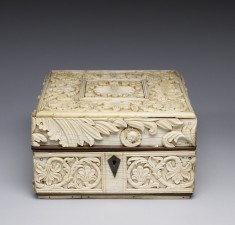 Box with Vegetal Forms