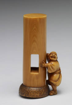 Netsuke of the Pillar with a Hole in It at the Todaiji Temple