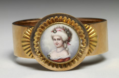 Bracelet with image of woman on porcelain